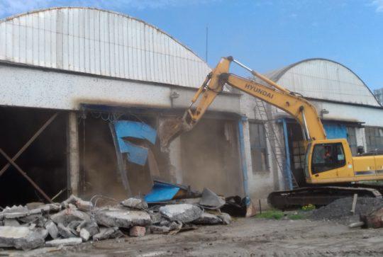 Завершен демонтаж нескольких промышленных объектов в Отрадном